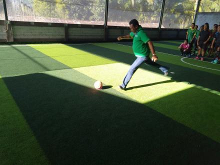 Tendangan Pertama Perbekel  Desa Munduk,  Simbolis Pembukaan Pordes Cabang Olahraga Futsal